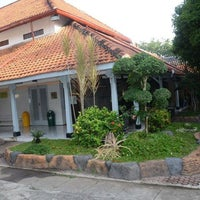 Photo taken at SMA Negeri 2 Surabaya by Sawung G. on 12/18/2012