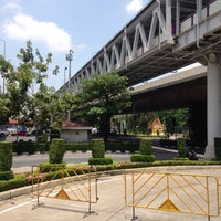 Photo taken at BRT ราชพฤกษ์ (Ratchapruek) by เต๋าเต๋า🎲 on 8/15/2015