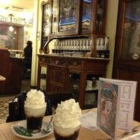 รูปภาพถ่ายที่ Cafeteria 1900 โดย Tiina V. เมื่อ 2/25/2014