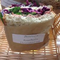 Foto tomada en Bread & Cie por Ryan S. el 10/31/2012