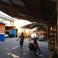 Photo taken at Pondok Service Car Wash by Ricky P. on 12/8/2012