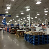 Photo taken at Sam's Club by Thiago d. on 8/25/2013