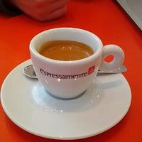 Photo taken at ESPRESSAMENTE ILLY by Donghwan Y. on 2/24/2013