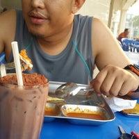 Photo taken at Nasi Kandar Darussalam, Jalan Diplomatik 1, Presint Diplomatik 15, Putrajaya by nur s. on 3/9/2014