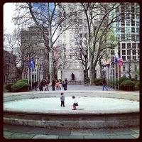 Foto tirada no(a) Washington Square por Brad L. em 4/13/2013