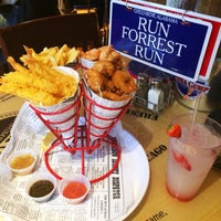 Photo taken at Bubba Gump Shrimp Co by Muzna A. on 10/26/2014