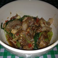 Photo taken at อาหารตามสั่ง (เจ้อ้วนเจ้าเก่า) by NEUNG Thanajittara G. on 12/4/2012