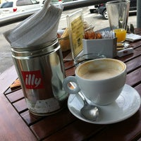 Photo taken at Espressamente illy by TRIPULANTE G. on 2/19/2012