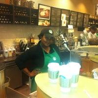 Снимок сделан в Starbucks пользователем Bobby J. 4/14/2012