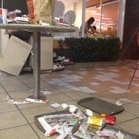 Foto tirada no(a) McDonald's por Dago L. em 4/8/2012