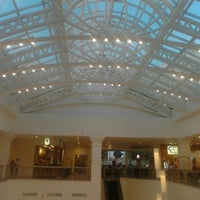 Foto tirada no(a) Villàggio Shopping por Rodrigo L. em 8/26/2012
