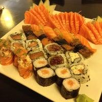 Foto tirada no(a) Kanzen Sushi e Temakeria por Tatiane N. em 3/30/2012
