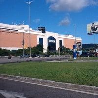 Foto tirada no(a) Shopping Iguatemi por Vinicius C. em 3/4/2012