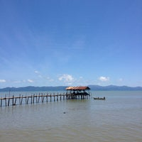 Photo taken at ท่าเทียบเรือสุทธิ by 愛神 on 7/15/2012