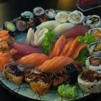 Foto tirada no(a) Yukusue Sushi por Renato em 6/12/2012
