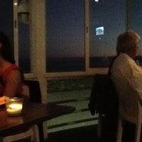 Foto tirada no(a) Carcavelos Sushi por Arthur V. em 8/1/2012