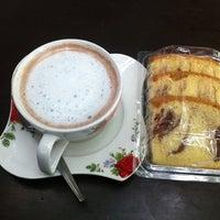 8/1/2012 tarihinde AuTo™ziyaretçi tarafından ร้านกาแฟไม้หมอนกรมอู่ทหารเรือ'de çekilen fotoğraf