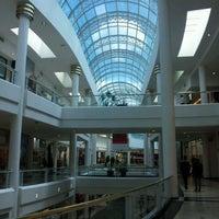 Photo taken at Shopping Crystal by Rodrigo D. on 3/29/2012