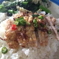 Photo taken at อาง้วน โกยซีหมี่ อาหารตามสั่ง by Pop V. on 3/17/2012