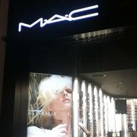 Снимок сделан в MAC Cosmetics пользователем Nelya P. 2/21/2012