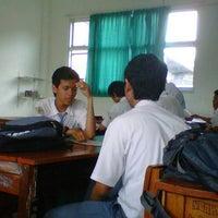 Photo taken at SMA Negeri 14 Surabaya (XI-S2) by Andan R. on 7/18/2012