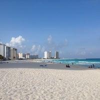 Foto tomada en Playa Chac Mool por Carlos A. el 7/4/2012