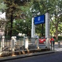 Das Foto wurde bei Viktoria-Luise-Platz von Flavio C. am 7/27/2012 aufgenommen