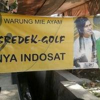 Photo taken at Mie Ayam Lek Sredek by Budi M. on 7/10/2012