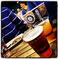 Foto tirada no(a) The 'Pen at Safeco Field por Rob H. em 6/29/2012