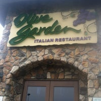 Photo taken at Olive Garden by Dooby W. on 5/30/2012