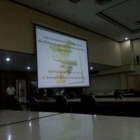 Photo taken at ห้องประชุมพริบพรี ศาลากลางจังหวัดเพชรบุรี by Jakkarin P. on 2/24/2012