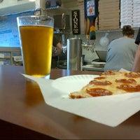6/30/2012にDerek V.がSicilian Thing Pizzaで撮った写真