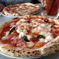 Photo prise au Settebello Pizzeria par Roy H. le6/19/2012
