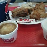 Photo taken at Kentucky Fried Chicken KFC by Rangel H. on 2/21/2012