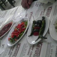 Foto tomada en Kavuret Kebap Ciğer Salonu por Ali Osman E. el 5/19/2012