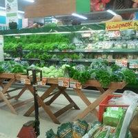 Foto tirada no(a) Sonda Supermercados por Alê G. em 8/29/2012