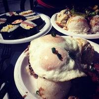 รูปภาพถ่ายที่ Leilani's Cafe โดย Words and Nosh เมื่อ 2/18/2012