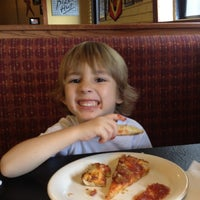 Photo taken at Pizza Hut by Rosa P. on 2/19/2012