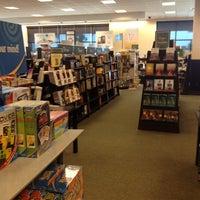 Foto tomada en Barnes & Noble por Andres el 2/18/2012