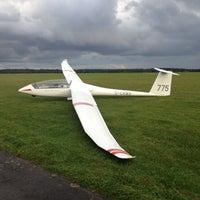 Foto tomada en Lasham Airfield por Dominic W. el 8/30/2012