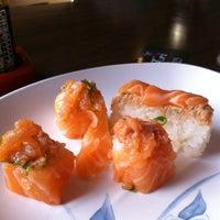 Photo taken at Restaurante Sushi Tori | 鳥 by Michelle D. on 3/31/2012