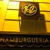 Foto tirada no(a) Hamburgueria 162 por Rodrigo M. em 5/11/2012