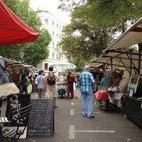 Photo taken at Wochenmarkt am Kollwitzplatz by Angelique B. on 8/30/2012