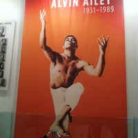 Снимок сделан в The Ailey Studios (Alvin Ailey American Dance Theater) пользователем The Fashion B. 8/15/2012