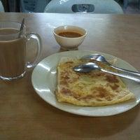 Photo taken at Foo San Supermarket by Prince Junneedz J. on 6/10/2012