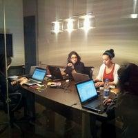 Foto tomada en Digital Republic por Sherine S. el 3/27/2012