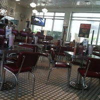 Photo taken at Johnny Rockets by Amooni H. on 8/28/2012