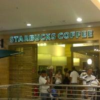 Foto tirada no(a) Starbucks por Ricardo M. em 7/1/2012