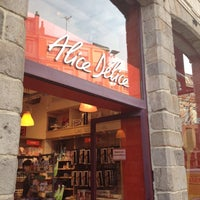 8/22/2012 tarihinde Kim L.ziyaretçi tarafından Alice Delice'de çekilen fotoğraf