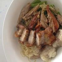 Photo taken at ฉ่อยเป็ดย่าง by LIM C. on 8/19/2012